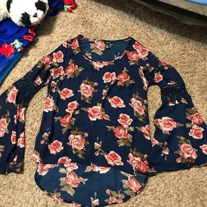 💜5/$15💜 Rue 21 Flowy Floral Navy Blouse